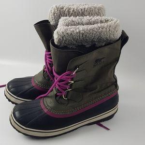 Sorel size 8 winter boots gray purple